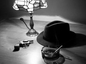 Noir hat gun lamp